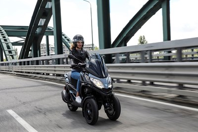 Piaggio MP3 on bridge